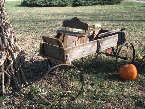 Wagon and pumpkin